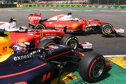 Kollision: Sebastian Vettel, Ferrari; Kimi Räikkönen, Ferrari; Max Verstappen, Red Bull Racing