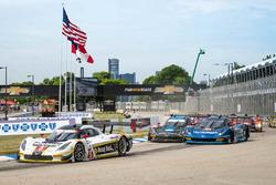 Start: #5 Action Express Racing Corvette DP: Joao Barbosa, Christian Fittipaldi memimpin