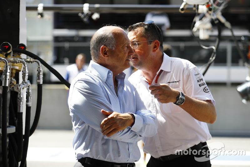 Eric Boullier, Direttore corse McLaren, McLaren, parla con Ron Dennis, Presidente esecutivo, McLaren Automotive.