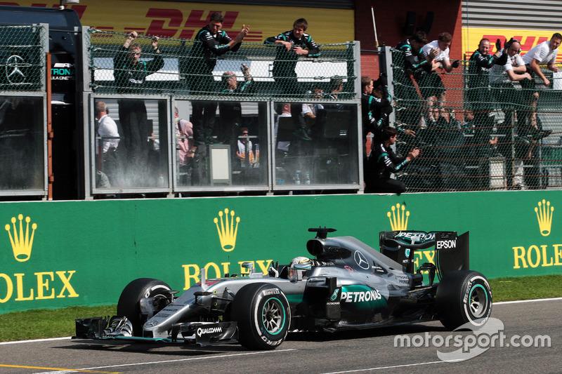 Lewis Hamilton, Mercedes AMG F1 W07 Hybrid festeggia il suo terzo posto alla fine della gara