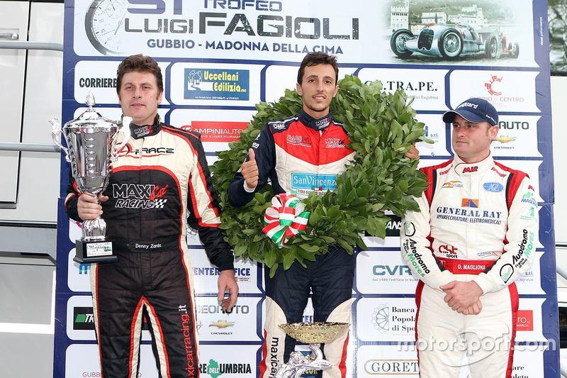 Podio: il secondo classificato Denny Zardo, il vincitore Domenico Scola, il terzo classificato Omar Magliona