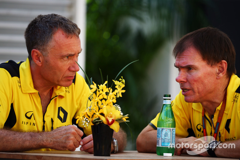 (L to R): Bob Bell, Renault Sport F1 Team Chief Technical Officer with Alan Permane, Renault Sport F1 Team Trackside Operations Director