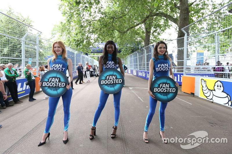 FanBoost, grid girls