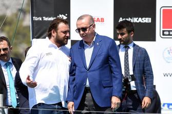 Serkan Yazıcı, presidente de TOSFED, Recep Tayyip Erdoğan, presidente de Turquía