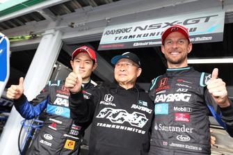 Polesitters Naoki Yamamoto, Jenson Button, Team Kunimitsu with Kunimitsu Takahashi, General Manager of Team Kunimitsu