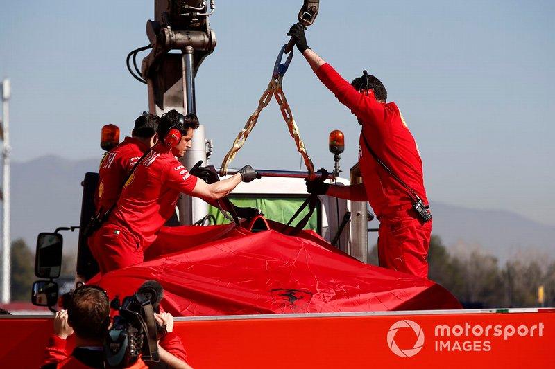 Возвращение в боксы автомобиля Ferrari SF90 Себастьяна Феттеля