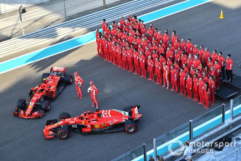 Foto di gruppo del team Ferrari