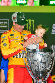 Joey Logano, Team Penske, Ford Fusion Shell Pennzoil celebrates with son Hudson after winning the championship