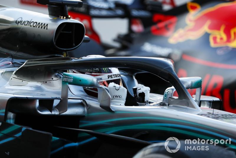 Хемілтон і Mercedes святкують перемогу