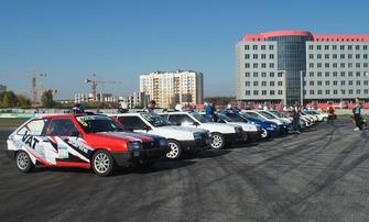 Парад учасників перед стартом гонки