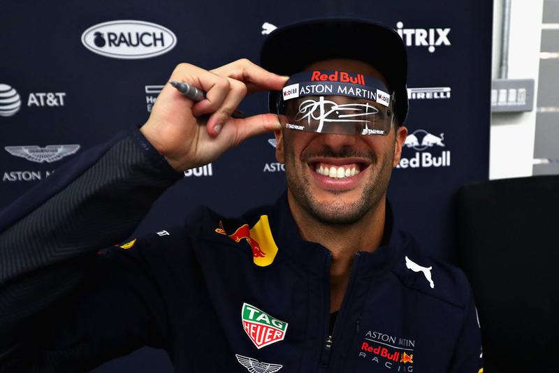 Daniel Ricciardo, Red Bull Racing, firma autógrafos