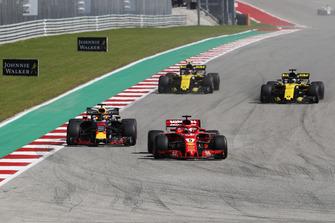 Sebastian Vettel, Ferrari SF71H and Daniel Ricciardo, Red Bull Racing RB14 battle