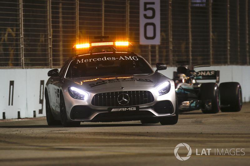 Автомобіль безпеки перед Льюісом Хемілтоном, Mercedes AMG F1 W08