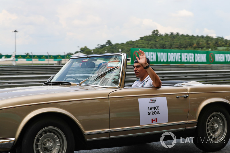 Lance Stroll, Williams on the drivers parade