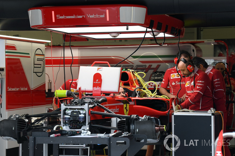 Ferrari SF70H у гаражі