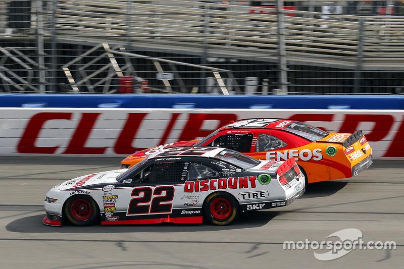Joey Logano, Team Penske, Ford; Kyle Larson, Chip Ganassi Racing, Chevrolet