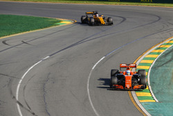 Fernando Alonso, McLaren MCL32, leads Nico Hulkenberg, Renault Sport F1 Team RS17