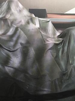 Автомобиль Renault RS17 под покрывалом