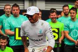Race winner Lewis Hamilton, Mercedes AMG F1 celebrates, the team