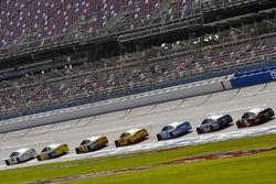 Brad Keselowski, Team Penske Ford e Ricky Stenhouse Jr., Roush Fenway Racing Ford