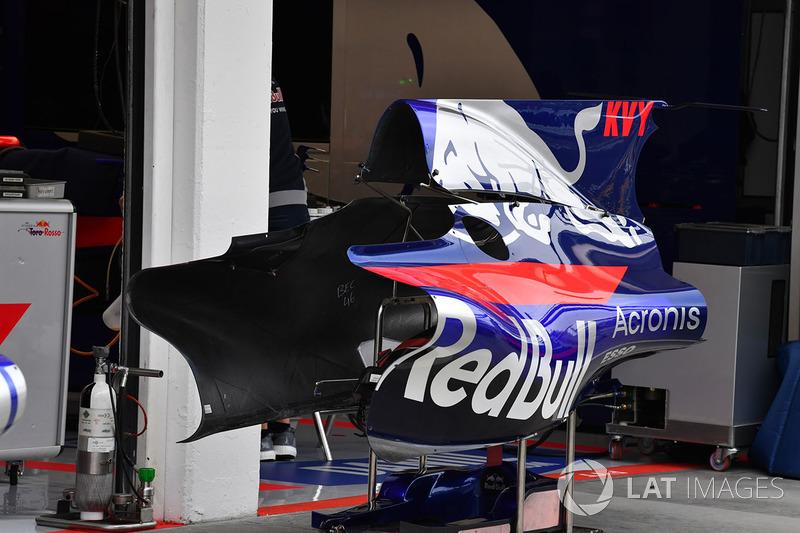 Scuderia Toro Rosso STR12 carrocería