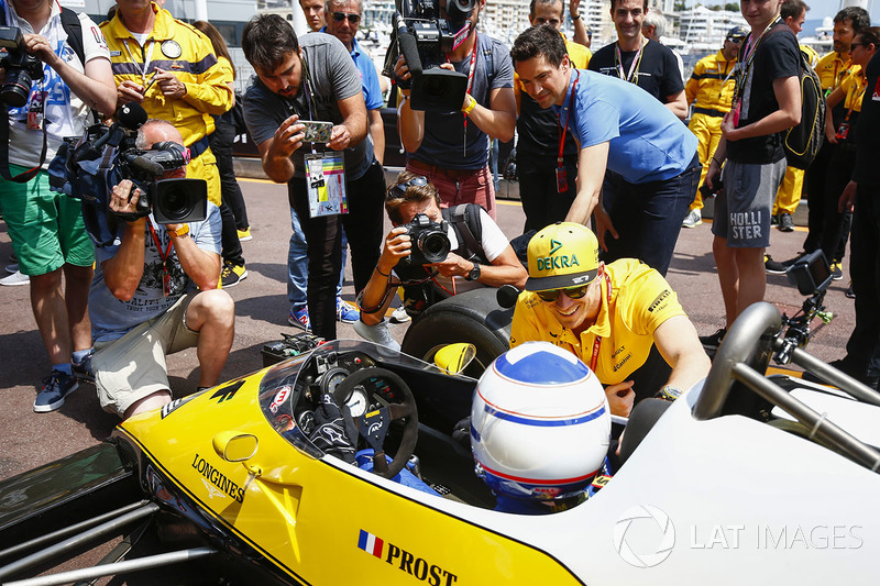 Гонщик Renault Sport F1 Нико Хюлькенберг и Ален Прост, Renault Sport F1 Team RE40