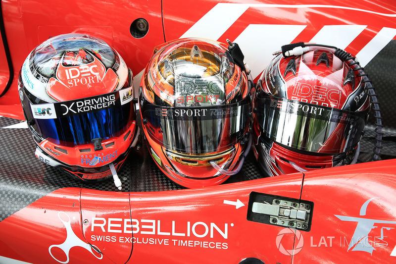 Helme: #17 IDEC Sport Racing Ligier JS P217 Gibson: Patrice Lafargue, Paul Lafargue, David Zollinger