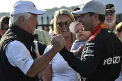 Roger Penske, propriétaire du Team Penske, Will Power, Team Penske Chevrolet, Elizabeth Power, Beau Power, fêtent la victoire sur la Victory Lane