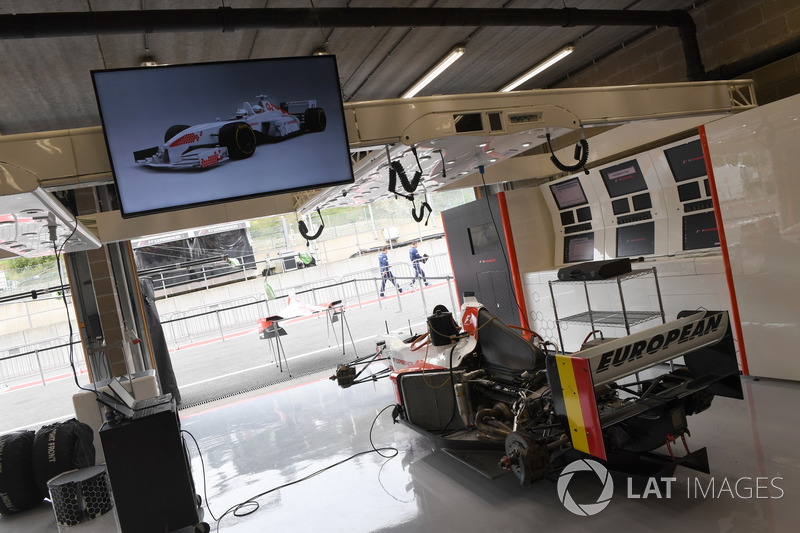 Biposto f1 experiences nel garage a gp del belgio for 2 1 2 metratura del garage