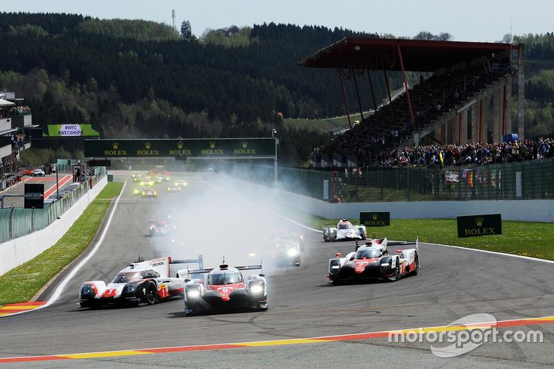 Start: #1 Porsche Team Porsche 919 Hybrid: Neel Jani, Andre Lotterer, Nick Tandy leads