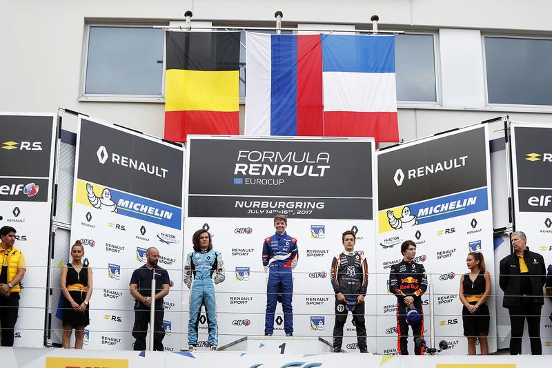 Podium: race winner Robert Shwartzman, Josef Kaufmann Racing, Max Defourny, R-ace GP, Sacha Fenestra