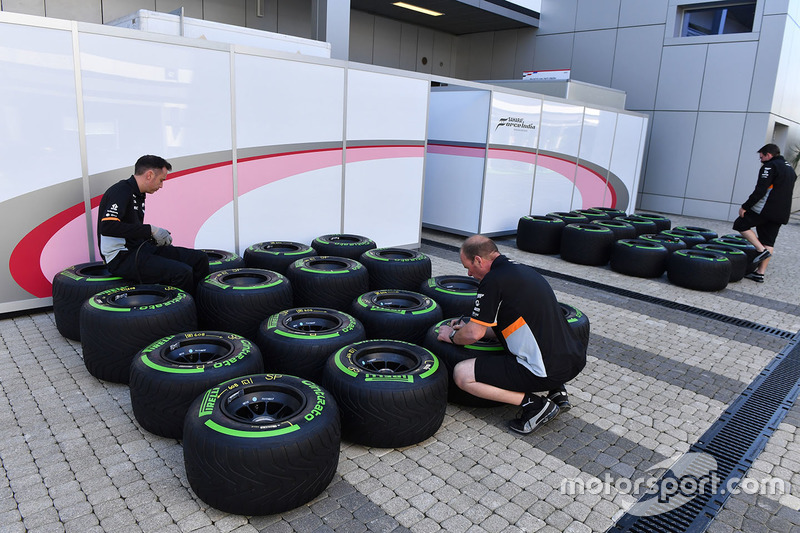 Sahara Force India mechanics check the Pirelli tyre pressures