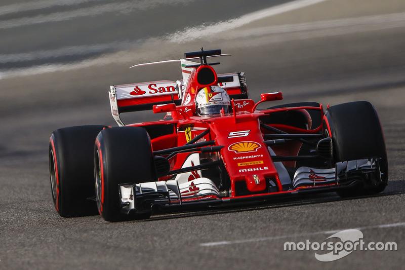 Sebastian Vettel, Ferrari SF70H, Kevin Magnussen, Haas F1 Team VF-17