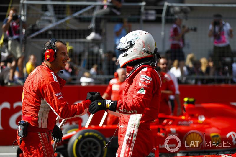 Sebastian Vettel, Ferrari, est félicité pour sa troisième place
