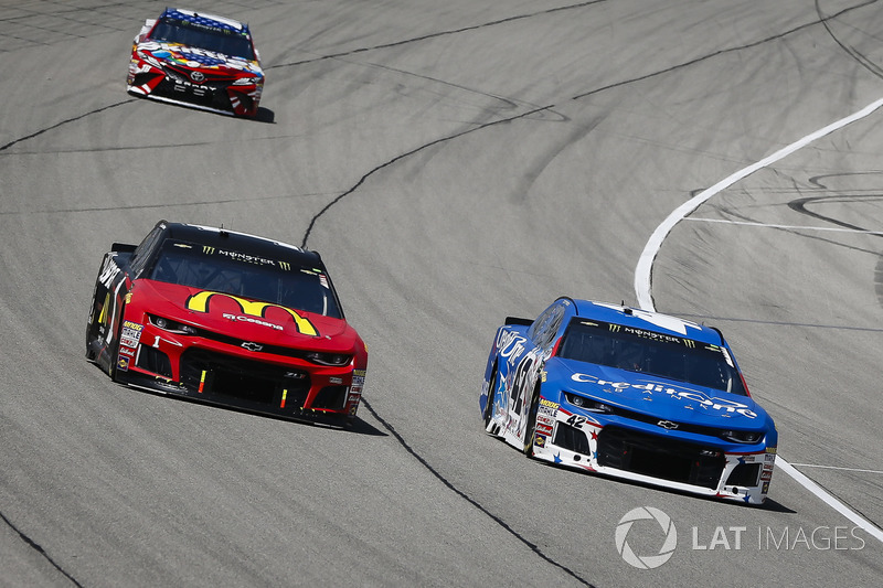 Jamie McMurray, Chip Ganassi Racing, Chevrolet Camaro McDonald's/Cessna e Kyle Larson, Chip Ganassi Racing, Chevrolet Camaro Credit One Bank