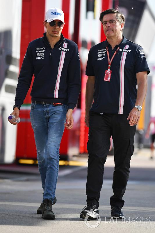 Esteban Ocon, Force India F1 y Andy Stevenson, Force India F1 director del equipo