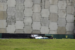 Lewis Hamilton, Mercedes-Benz F1 W08  crashed in Q1