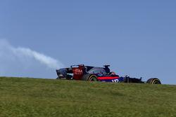 Brendon Hartley, Scuderia Toro Rosso STR12 with engine failure