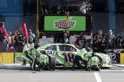Kyle Busch, Joe Gibbs Racing, Toyota Camry Interstate Batteries pit stop