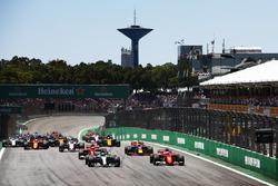 Valtteri Bottas, Mercedes AMG F1 W08, Sebastian Vettel, Ferrari SF70H, Kimi Raikkonen, Ferrari SF70H, Max Verstappen, Red Bull Racing RB13, Sergio Perez, Sahara Force India F1 VJM10, the rest of the field at the start