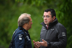 Robert Fernley, Force India F1 Team Deputy Team Principal and Eric Boullier, McLaren Racing Director