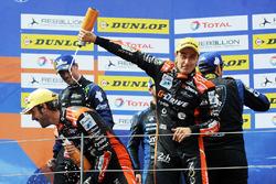 Podium : les vainqueurs #26 G-Drive Racing Oreca 07 - Gibson: Roman Rusinov, Jean-Eric Vergne