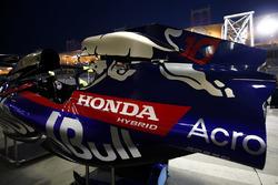 Кожух двигателя Scuderia Toro Rosso STR13 Пьера Гасли