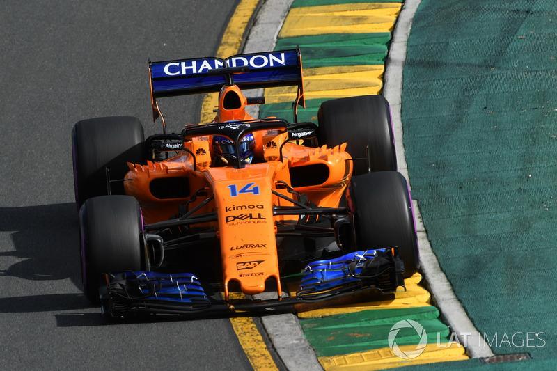 Fernando Alonso na volta 13: Rádio: Fernando, Verstappen rodou, ele agora é o carro que está à frente de Sainz. Alonso: Ok, fale com clareza, porque é uma corrida longa e você está desperdiçando energia. Rádio: Companheiro, estou aqui para correr com você.