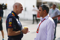 Adrian Newey, Chief Technical Officer, Red Bull Racing, speaks with Juan-Pablo Montoya