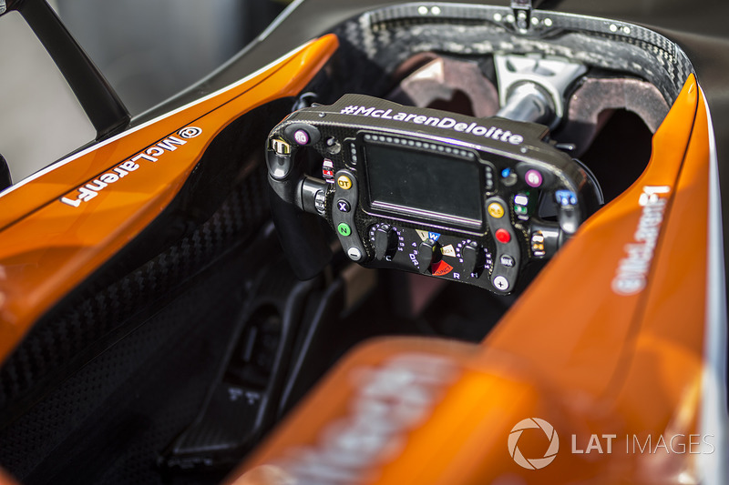 McLaren MCL32 steering wheel