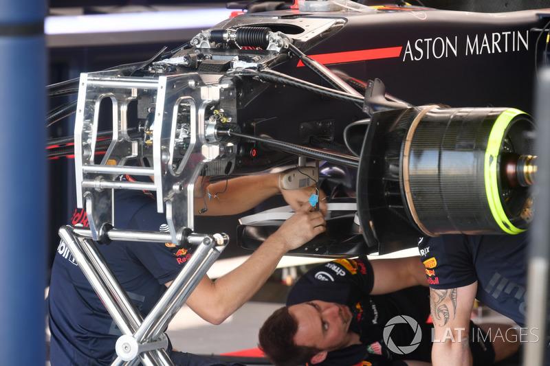 Vue détaillée de la suspension avant de la Red Bull Racing RB14