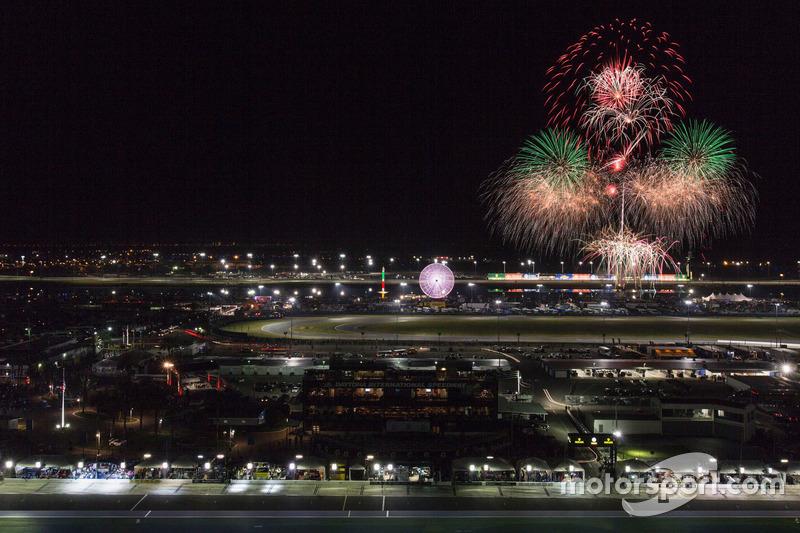 Feuerwerk über dem Daytona International Speedway