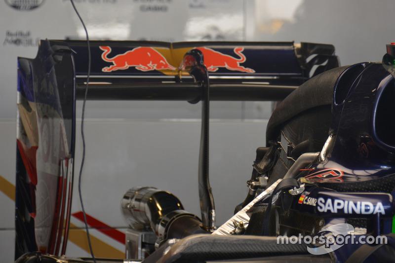 Scuderia Toro Rosso STR11, Rear wing
