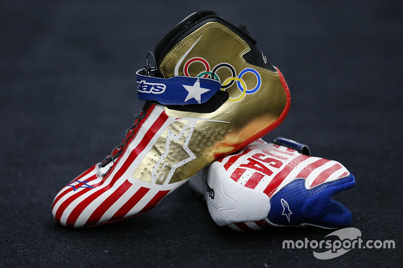 Kurt Busch, Stewart-Haas Racing Chevrolet, Olympic-themed racing shoes